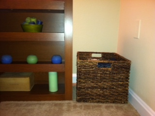 organizing the home: bedroom basket